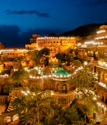 Neemrana fort Day Packages